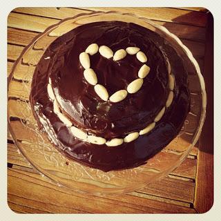 Per iniziare, siori e siore, torta al cioccolato a due strati!