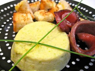 MTC e due: budini di asparagi con carpaccio di tonno marinato e crostini di pane