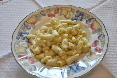 Maccheroncini al pesto di asparagi e pistacchi