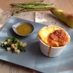 Soufflè agli asparagi con pere caramellate
