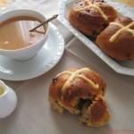 Hot cross buns al cocco e cioccolato per il mio primo Re-cake!