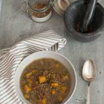 Zuppa di lenticchie rosse, zucca e biete