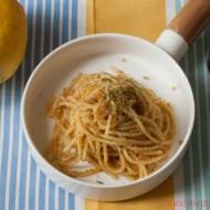 Spaghetti con mollica, acciughe e limone